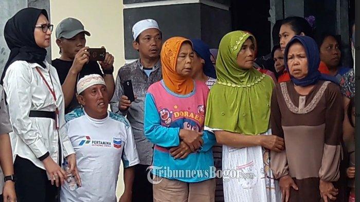 Ketika Staf Khusus Jokowi Mendengar Keluh Kesah Korban Longsor di Sukajaya Bogor