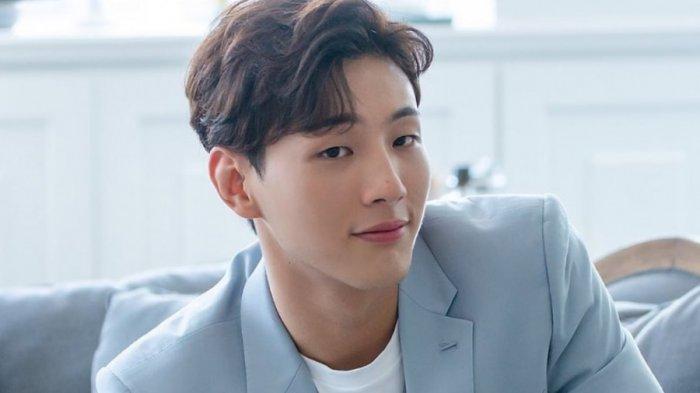 Staf Produksi yang Pernah Bekerja dengan Ji Soo Sebut Sang Aktor Kerap Bersikap Kasar di Balik Layar