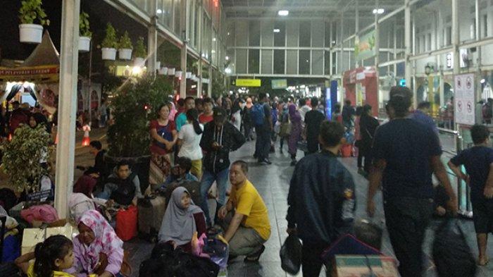 Kepala Stasiun Pasar Senen Sebut Kedatangan Para Pemudik Berbanding Lurus dengan yang Berangkat