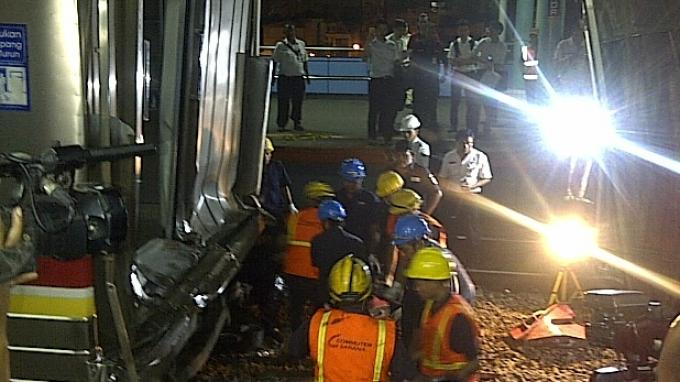 Gerbong Kereta Berhasil Dipisahkan, Petugas Bersorak