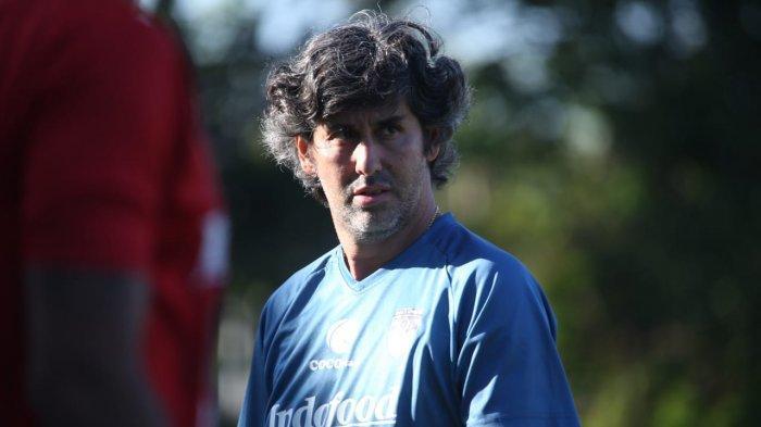 Stefano Cugurra Teco menjalani latihan bersama tim pada Rabu (10/7/2019).