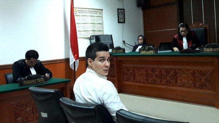 Steve Emmanuel di ruang sidang Pengadilan Negeri Jakarta Barat, Senin (24/6/2019).