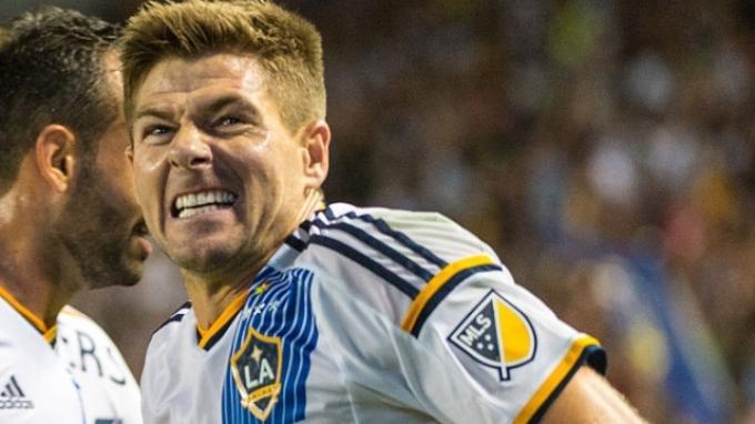Steven Gerrard Absen Hadapi Tottenham Hotspur