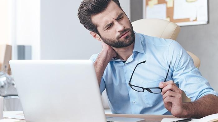 Penderita kolesterol tinggi sering merasa sakit kepala dan nyeri pada leher yang tidak biasa.