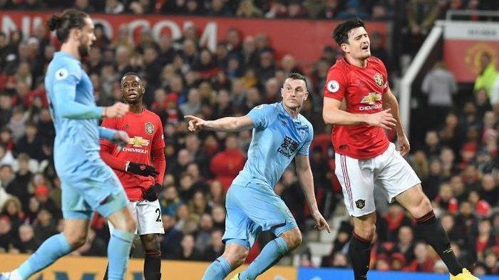 Striker Burnley, Chris Wood, merayakan gol yang dicetak ke gawang Manchester United dalam laga Liga Inggris di Stadion Old Trafford, Rabu (22/1/2020).
