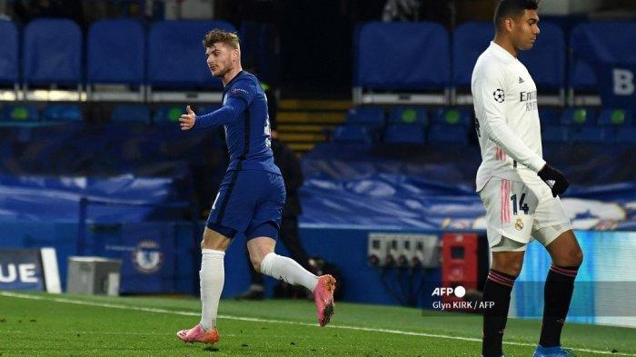Striker Chelsea asal Jerman Timo Werner (kiri) merayakan gol pembuka pada pertandingan leg kedua semifinal Liga Champions UEFA antara Chelsea dan Real Madrid di Stamford Bridge di London pada 5 Mei 2021. Glyn KIRK / AFP