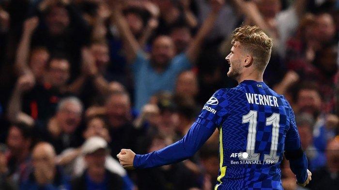 Striker Chelsea Jerman Timo Werner merayakan mencetak gol pertama timnya selama pertandingan sepak bola putaran ketiga Piala Liga Inggris antara Chelsea dan Aston Villa di Stamford Bridge di London pada 22 September 2021.