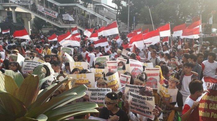 Suasana demonstrasi di depam Gedung Merah Putih KPK, Senin (16/9/2019).