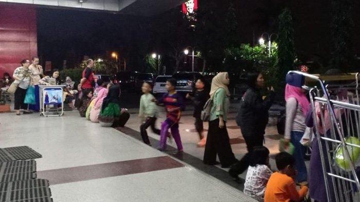 Gempa di Banten, Pengunjung Mal Pondok Gede Berhamburan ke Luar