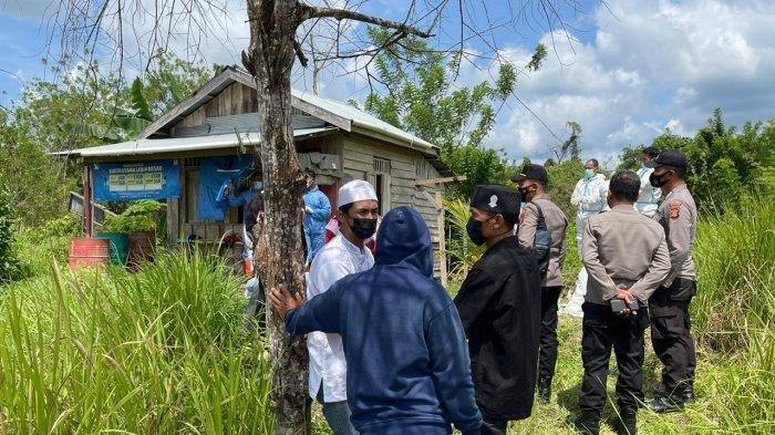 Suasana evakuasi mayat yang ditemukan di  Kelurahan Loa Ipuh Darat