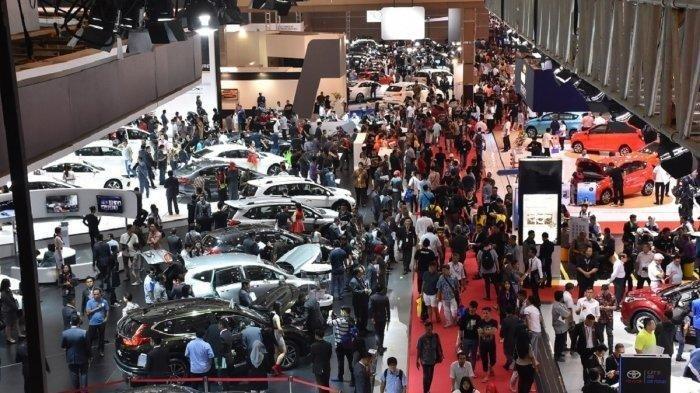 Lebih Untung Mana dari Adu Promo di Booth Suzuki, Toyota, dan Daihatsu?