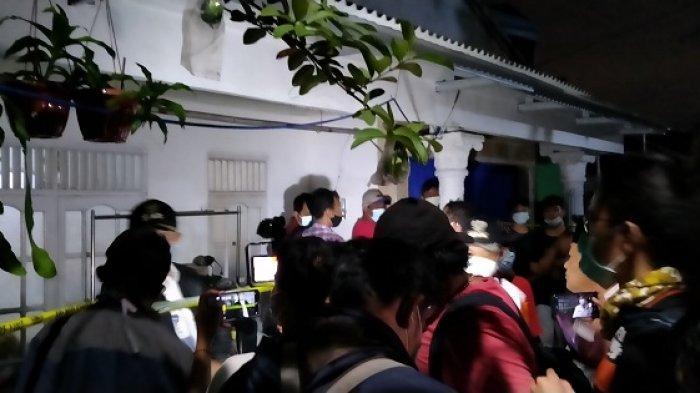 Suasana kediaman ZA, wanita pelaku penyerangan Mabes Polri, yang beralamat di Jalan Lapangan Tembak, Gang Taqwa, RT 003/RW 010, Kelapa Dua Wetan, Ciracas, Jakarta Timur, Rabu (31/3/2021).