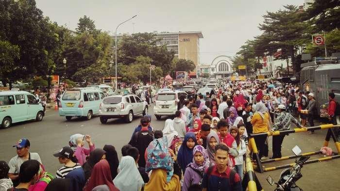 Liburan di Kota Tua Jakarta, Wisatawan Mengeluh Lokasi Dipenuhi Pedagang Kaki Lima dan Angkot