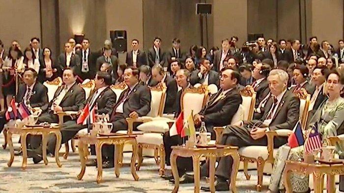 Mahfud MD bersama para pimpinan negara-negara ASEAN pada penutupan KTT ASEAN ke-35, Senin (4/11/2019) malam di Bangkok