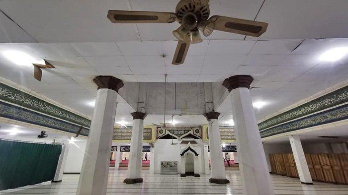 Suasana Masjid Nurul Abrar atau Masjid Mangga Dua