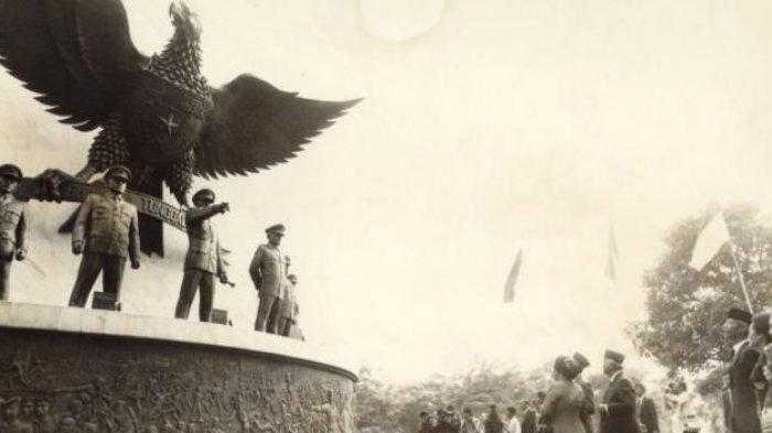 Suasana pada peringatan Hari Kesaktian Pancasila tahun 1989. Monumen Pancasila Sakti dibangun di kawasan Lubang Buaya, Jakarta Timur.