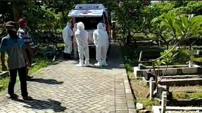 KRONOLOGI Lengkap Jenazah Covid-19 Tertukar saat Tiba di Kuburan, Mayat Dimasukan Lagi ke Ambulans