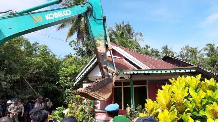 Tim Gabungan Eksekusi 8 Rumah dan 7 Lahan Pengembangan PT Pelindo II di Sungai Kunyit