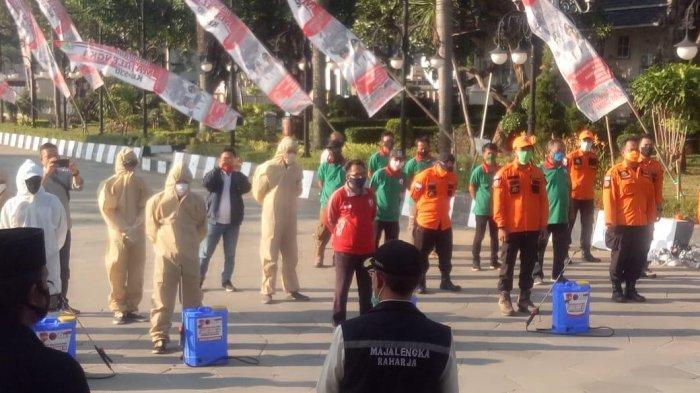 Suasana penyerahan bantuan APD dari Bang Ara di Majalengka.