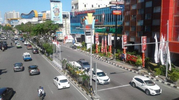 Suasana pusat bisnis di kawasan pusat perbelanjaan Plaza Balikpapan, Jalan Jenderal Sudirman, Kota Balikpapan, Provinsi Kalimantan Timur pada Rabu (21/8/2019) sore. Kota Balikpapan ini berdekatan dengan pusat pemerintahan Ibu Kota Negara Republik Indonesia di Kalimantan Timur. TribunKaltim.Co/Budi Susilo