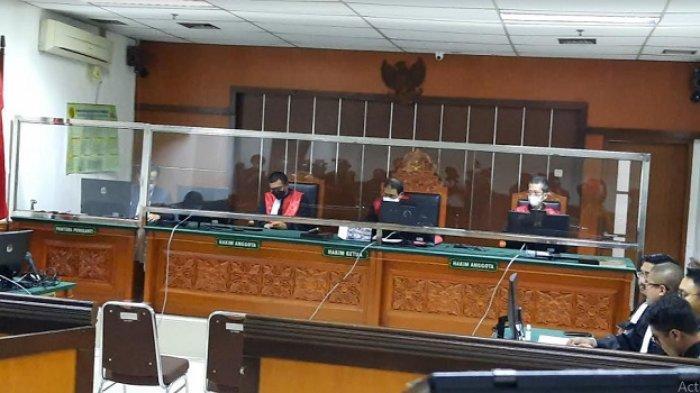 Suasana sidang putusan terhadap terdakwa Askara Parasady Harsono, mantan suami penyanyi Nindy Ayunda, di Pengadilan Negeri Jakarta Barat, Senin (7/6/2021).