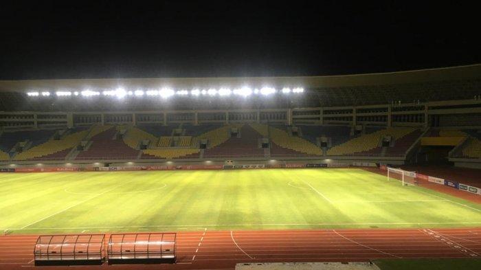 Suasana Stadion Manahan, Solo pada waktu malam hari usai pertandingan babak penyisihan grup Piala Menpora 2021. TRIBUNNEWS.COM/Muhammad Nursina
