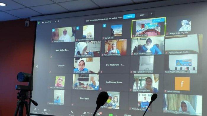 Suasana webinar yang digelar PP Ikatan Keluarga Wartawan Indonesia