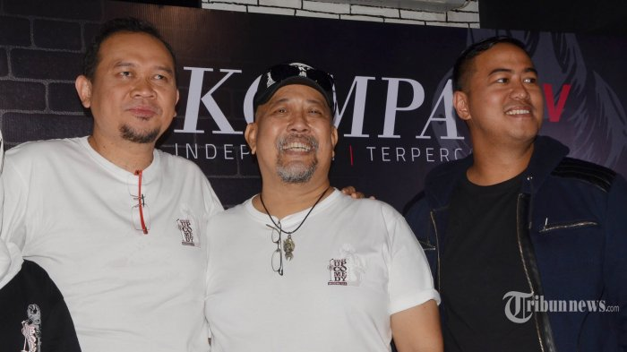 Komedian senior Indro Warkop, Pandji Pragiwaksono, dan Cak Lontong hadir pada jumpa pers Stand UP Comedy Indonesia (SUCI) 8 Kompas TV, di Jakarta, Kamis (29/3/2018). SUCI 8 Kompas TV akan tayang pada 31 Maret 2018 diikuti 15 peserta yang berhasil lolos pada babak audisi. TRIBUNNEWS/HERUDIN