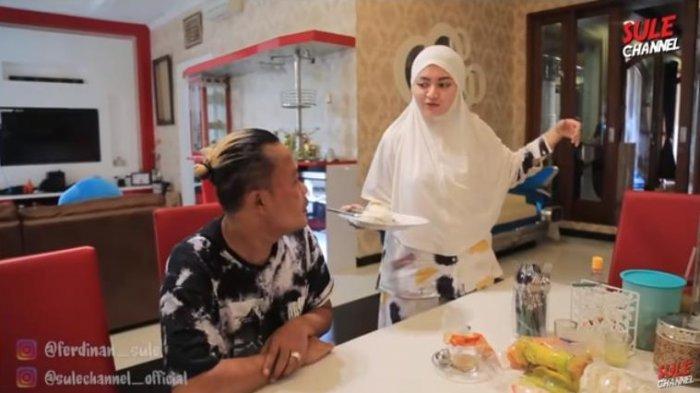 Komedian Sule merasa heran karena sang istri, Nathalie Holscher bisa siapkan sarapan meski uang belanja belum diberikan.