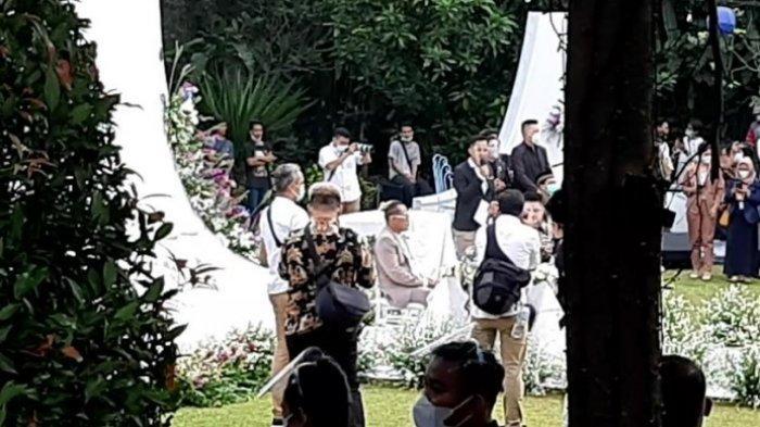Komedian Sule dan Nathalie Holscher menikah. Ini suasana di lokasi akad nikah keduanya yang berlangsung di Tsamara Resto, Jatisampurna, Bekasi, Jawa Barat, Minggu (15/11/2020).
