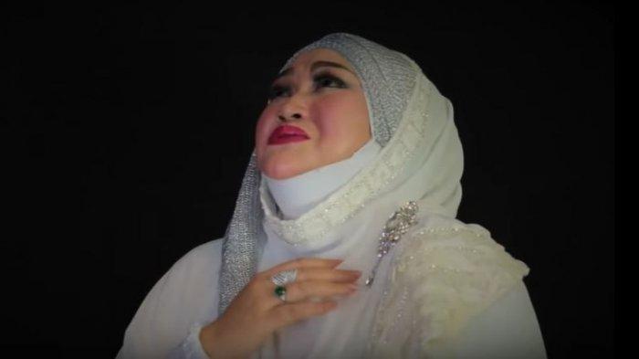 LINA dalam sebuah video klip berjudul Taubat, yang dirilis Mei 2016 lalu.