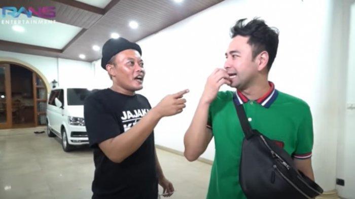 Sule saat bersama Raffi Ahmad. Presenter kenamaan Raffi Ahmad tampak kasihan melihat penampakan dapur dirumah pelawak sahabatnya, Sule