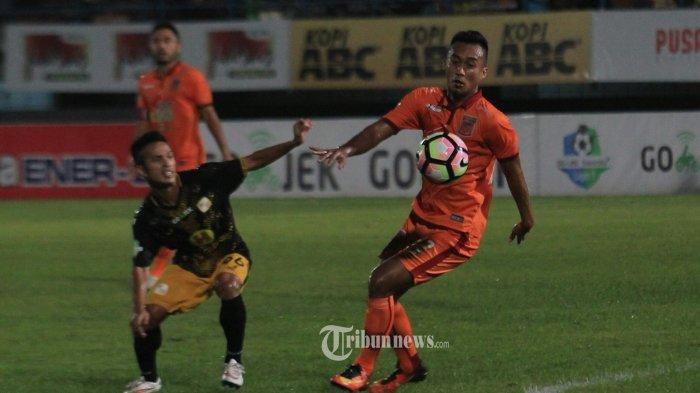 Cerita Gelandang Senior Borneo FC yang Jalankan Perkuliahan Daring