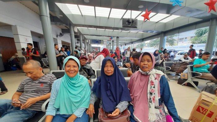 Sumarni Memilih Liburan ke Jakarta Bersama Adik dan Temannya