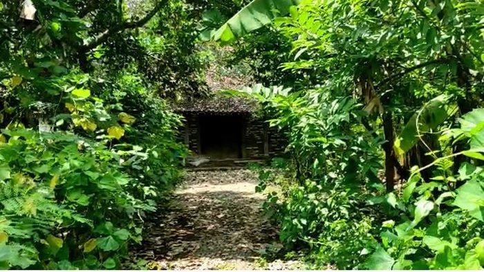 Sepinya suasana Sumbulan, satu Kampung di Desa Plalangan, Kecamatan Jenangan, Kabupaten Ponorogo yang sepi tak berpenghuni.