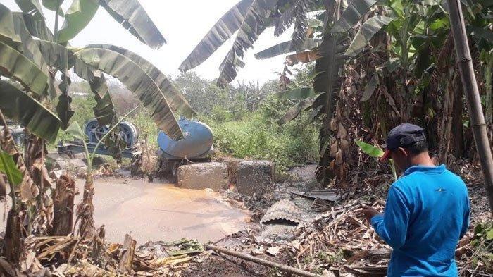 Sumur Minyak Peninggalan Belanda di Gresik Menyemburkan Lumpur, Berbau Minyak Tanah