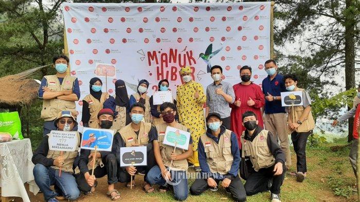 Panitia acara khitan massal bertajuk 'Manuk Hiber' yang digelar oleh Yayasan Senyum Indonesia (YSI).