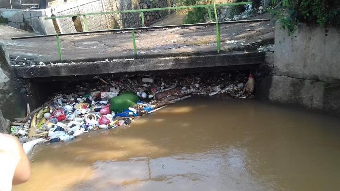 Sampah Ini yang Menyumbat Aliran Sungai dan Penyebab Banjir di Tanah Baru