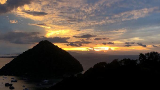 Menikmat Sunset di Kota Matahari Terbenam Labuan Bajo