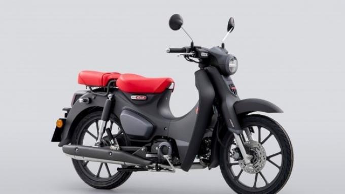 Nggak Lagi Jomblo, Jok Honda Super Cub 125 Versi 2022 Lebih Panjang untuk Pembonceng