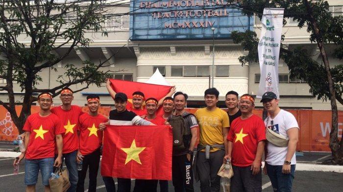 Antusiasme Suporter Vietnam Mulai Padati Stadion Rizal Memorial, Pendukung Garuda Muda Masih Sepi