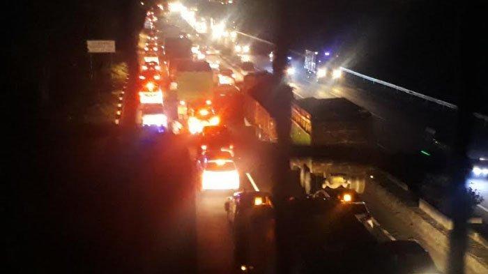 Bus Pahala Kencana Terbakar di Ruas Tol Gresik yang Menuju Surabaya