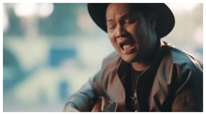 Lirik dan Chord Lagu Surat Cinta Untuk Starla - Virgoun: Telah Habis Sudah Cinta Ini