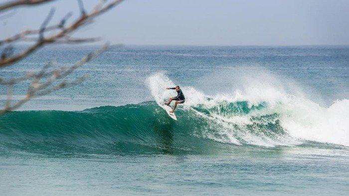 surfing-di-kepulauan-mentawai.jpg