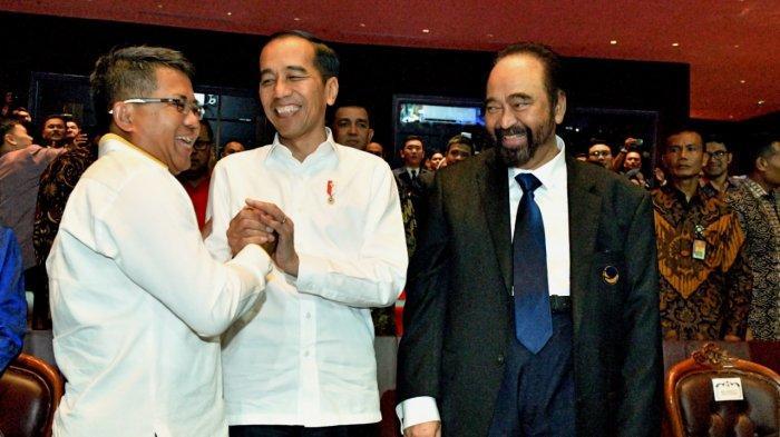 Presiden Joko Widodo (Jokowi) bersama Ketua Umum Partai Keadilan Sejahtera (PKS) Sohibul Iman dan Ketua Umum Partai NasDem Surya Paloh di sela HUT ke-8 partai NasDem yang diselenggarakan di Arena Kongres JI Expo Kemayoran, Jakarta, Senin (11/11/2019)