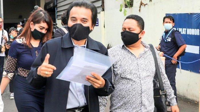 Roy Suryo melaporkan Lucky Alamsyah ke Polda Metro Jaya, Semanggi, Jakarta Selatan, Senin (24/5/2021).