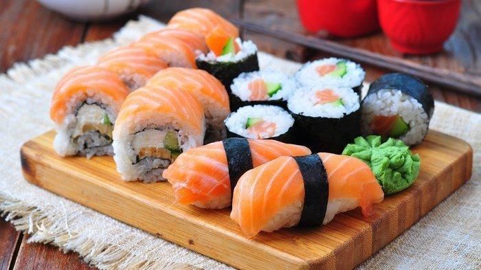 Terlihat Seperti Pakai Beras Jepang, Begini Cara Membuat Sushi Cuma dengan Beras Biasa