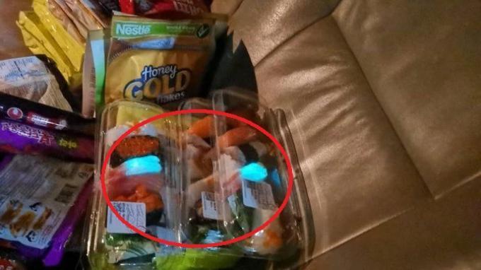 Viral di Medsos, Keluarga Ini Kaget Lihat Udang dari Sushi yang Dibeli Pancarkan Cahaya Warna Biru