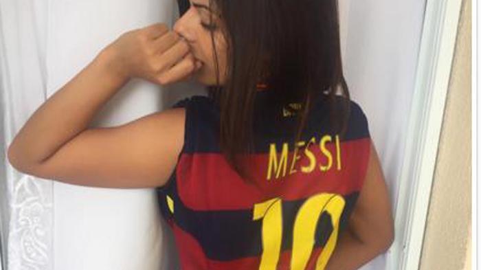 Miss Bum Bum Setia Dukung Barcelona Juara