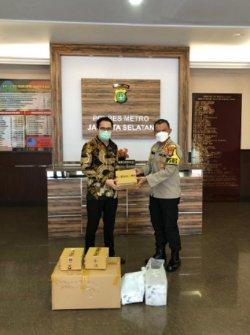 Pengusaha Milenial Jakarta Salurkan Bantuan Masker dan Hand Sanitizer ke Polres Jaksel